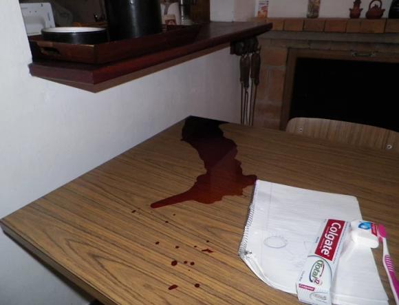 Vecino encontró su casa de La Pedrera revuelta y una mancha de sangre, junio de 2015. Foto: Eduardo González