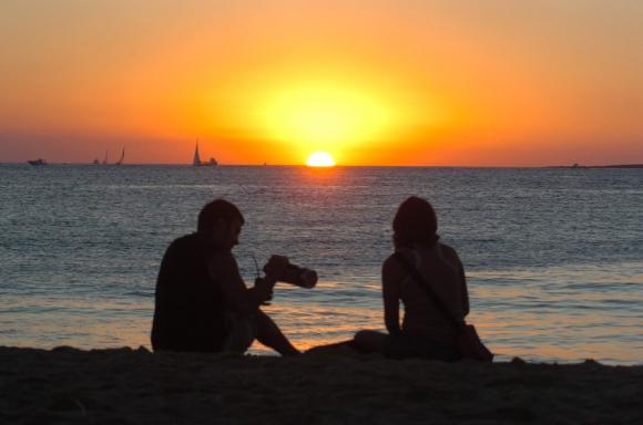 El próximo verano tendrá una hora menos de sol para disfrutar de las playas.