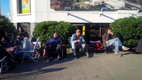 Largas filas para sacar entradas para los Rolling Stones. Foto: Florencia Barré