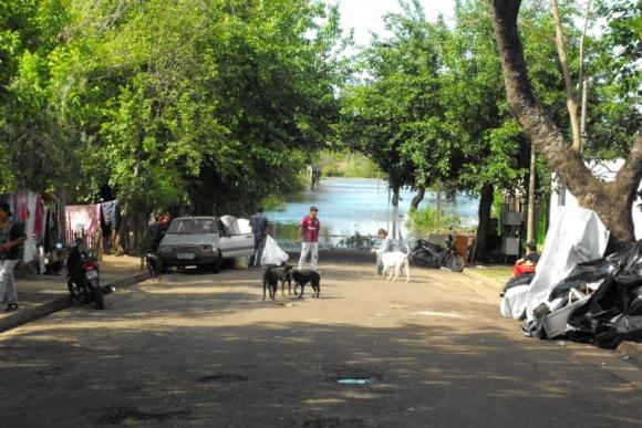 Avanzan las aguas en la ciudad de Salto. Foto: Luis Pérez.
