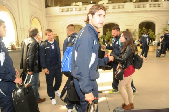 La partida de Defensor Sporting a Buenos Aires. Foto: Francisco Flores.