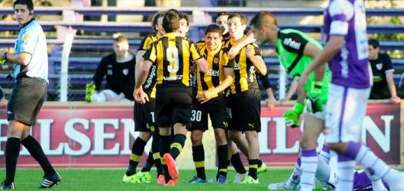 Palacios celebra con sus compañeros el gol del triunfo. Foto: F. Ponzetto