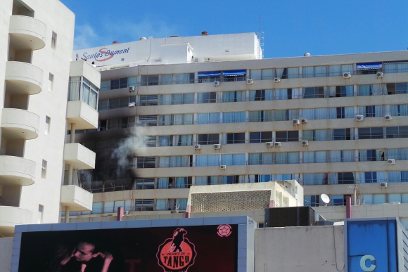 Incendio en edificio de Gorlero. Foto: Ricardo Figueredo
