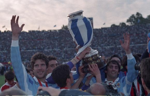 Enzo campeón de la Copa América en 1995 con Uruguay. Foto: Archivo El País.