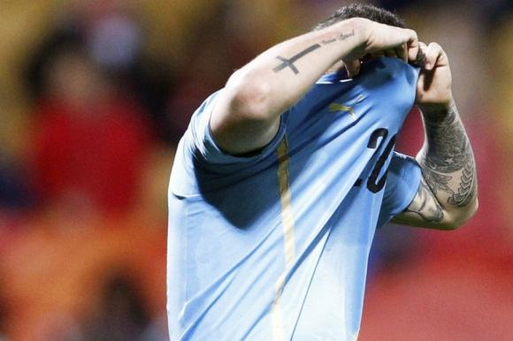 Rodrigo Amaral lamentándose tras el penal errado en la tanda ante Brasil. Foto: EFE
