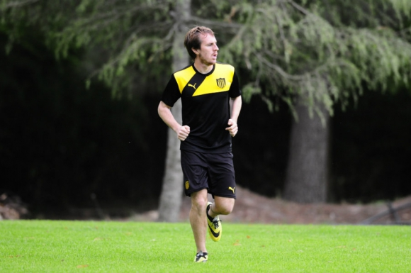 Hernán Novick en la práctica de Peñarol. Foto: Marcelo Bonjour