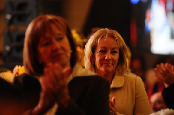 Carolina Cosse y María Julia Muñoz, dos de las ministras en la asunción de Martínez. Foto: Marcelo Bonjour