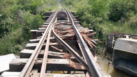 Así quedaron las vías del tren.