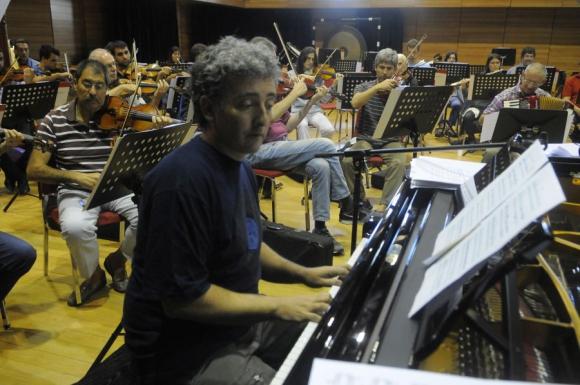 El pianista Ignacio Montoya Carlotto tocará sus canciones propias. Foto: Ariel Colmegna.