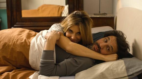 Un director de cine decide hacer un documental sobre la vida sexual de las parejas.