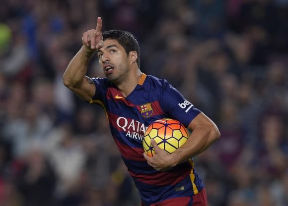 Luis Suárez festejando el gol el día de su aniversario en el Barcelona. Foto: AFP