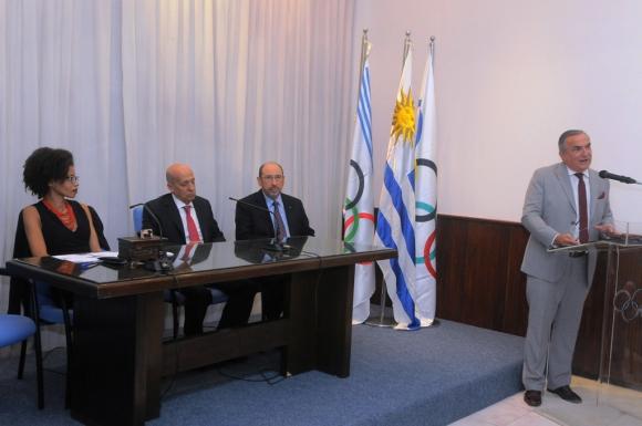 Julio Pérez en su presentación. Foto: A. Colmegna