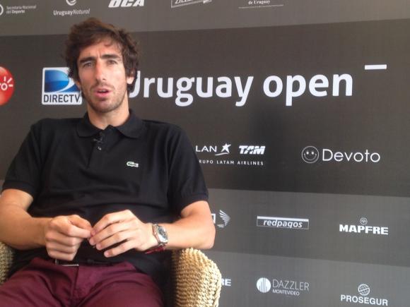 Cuevas y su agradecimeinto al torneo. Foto El País