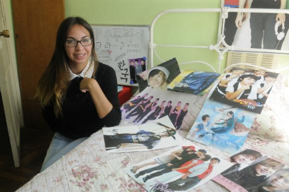 Javiera Olivar integra un grupo de coreografías de k-pop. Foto: Ariel Colmegna
