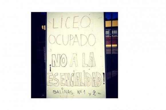 Liceos de Salinas ocupados. Foto: Vanessa Viera.