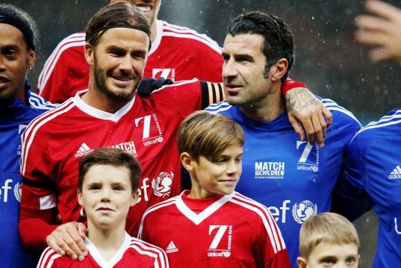 Beckham y Figo, junto a Ronaldinho. Foto: Reuters.