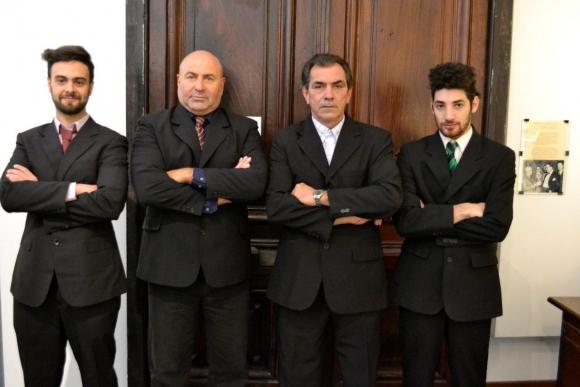 Los ex capitanes con el director, Emilio Gallardo y el guionista, Agustín Urrutia