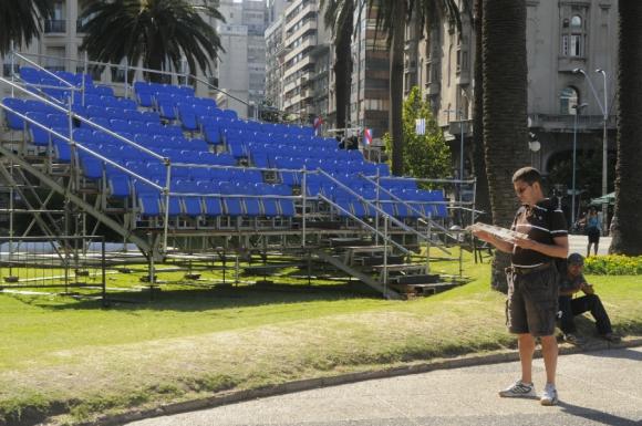 En este escenario Vázquez recibirá la banda presidencial. Foto: Ariel Colmegna