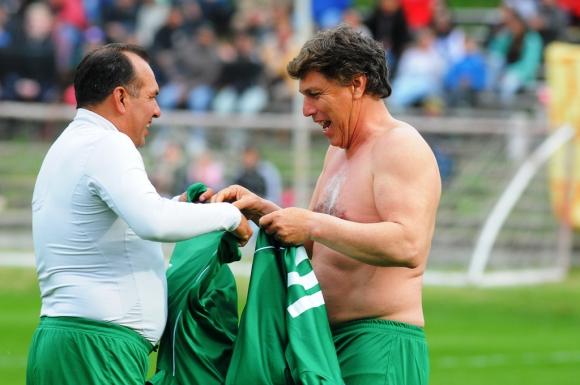 Rubén Sosa y Juan Ramón Carrasco cambiaron las camisetas. Foto: Ariel Colmegna.