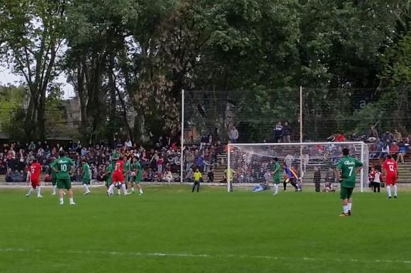 Futbolistas realizaron partido a beneficio de Alexis Viera. Foto: A. Colmegna