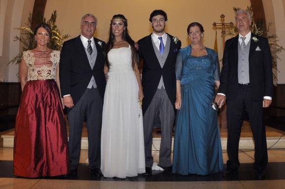 Los novios junto a sus padrinos María Amelia Boix, Carlos de Freitas, Angela Planells, Claudio Pavanello.