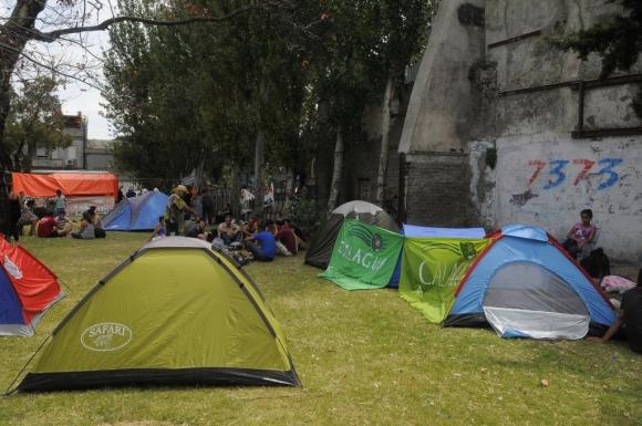 La Unión de Trabajadores Azucareros de Artigas (UTAA) acampa alrededor del Palacio Legislativo en febrero de 2015. Foto: Ariel Colmegna.