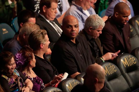 La exestrella de la NBA Charles Barkley no se perdió el evento. Foto: AFP