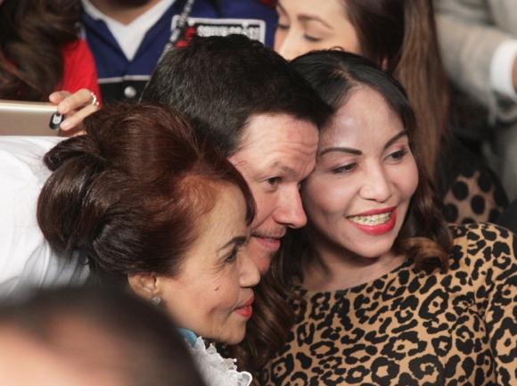 Mark Wahlberg no se perdió el triunfo de Mayweather. Foto: AFP