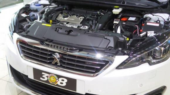 El nuevo miembro de la familia Peugeot es un cuatro cilindros 1.6 THP con 205 cv de potencia, Start&Stop, inyección directa y tecnología VTi de distribución variable, combinado con una caja de cambios manual de seis relaciones.