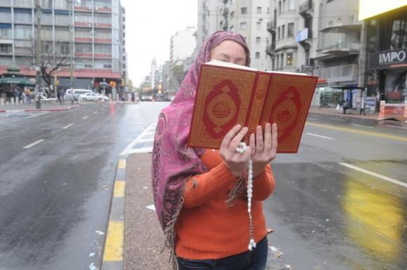 Con el Corán traducido del árabe