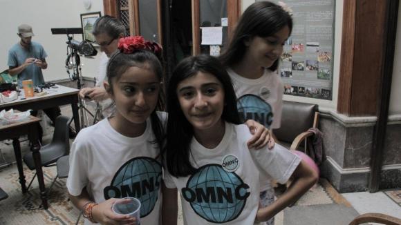 Selene y Sofía tiene 11 y 13 años e integran la Organización Mundial de Niños curiosos.