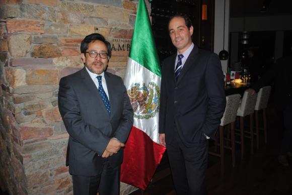 Armando Vivanco, Gilberto Echeverry.