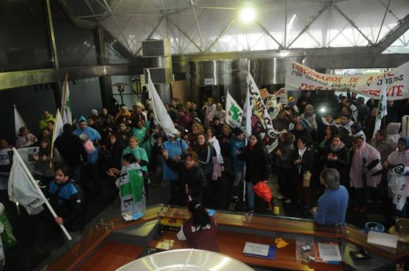 El ingreso al edificio de ASSE no estaba previsto. Foto: F.Flores.