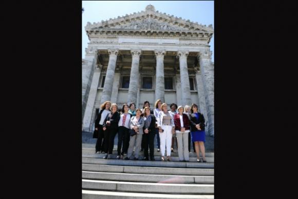 Algunas de las legisladoras actuales con el fondo de su ambiente. (Foto: Fernando Ponzetto)
