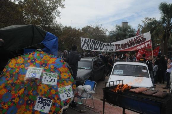 Ventas en el acto del 1° de mayo de 2015. Foto: Francisco Flores