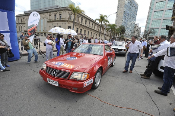 Mercedes Benz 1991 de los periodistas Jorge Alfaro y Alfredo Guani.
