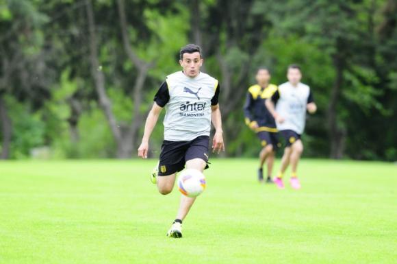 Carlos Luque en la práctica de Peñarol. Foto: Marcelo Bonjour