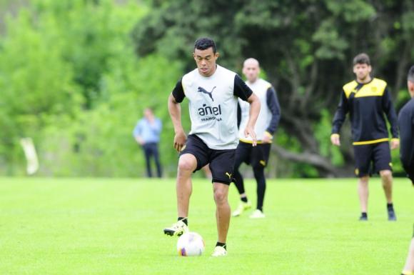 Sebastián Píriz en la práctica de Peñarol. Foto: Marcelo Bonjour