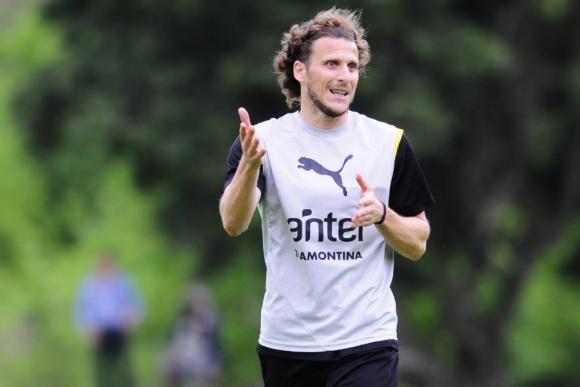 Diego Forlán en la práctica de Peñarol. Foto: Marcelo Bonjour