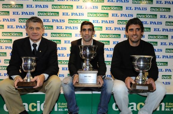 Morena (recibió el premio de Zalayeta), Santos y Luis Almada (el premio de su hermano) en la