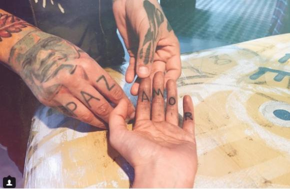 Loca por los tatuajes.