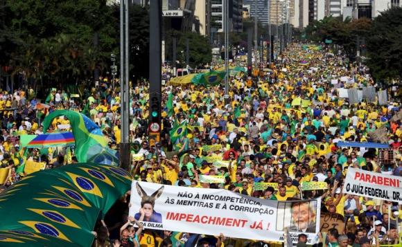 La Avenida Paulista fue tomada por 350.000 personas. Foto: Reuters