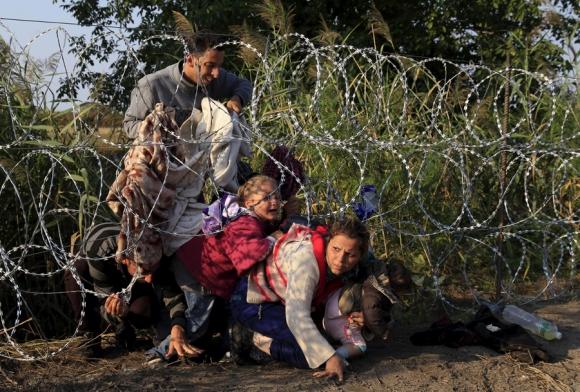 Miles de familias del este europeo huyen hacia los países centrales. Foto: Reuters
