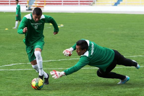 Juan Carlos Arces en una práctica con Bolivia. Foto: EFE