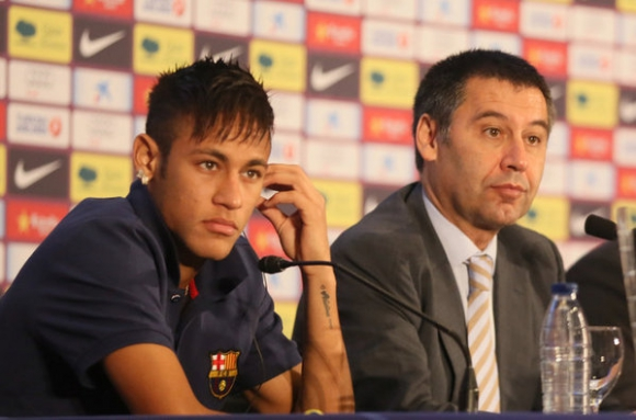 El brasileño Neymar y el presidente de Barcelona, Josep Bartomeu. Foto: Mundo Deportivo.