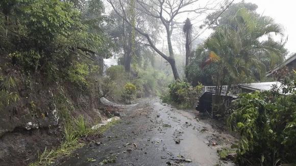 Escombros en una carretera de Dominica. Foto: Reuters.