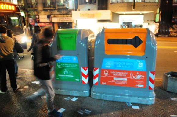 Nuevos contenedores se exhibieron ayer en Municipio B. Foto: Marcelo Bonjour.