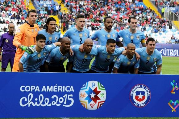 La formación de Uruguay vs. Jamaica. Foto: Reuters
