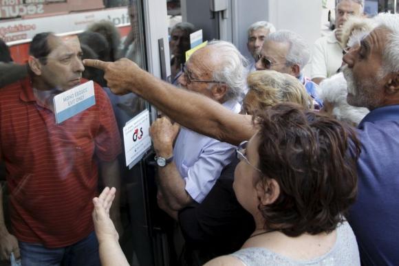 El cierre de los bancos en Grecia perjudicó en primer lugar a los jubilados. Foto: Reuters.