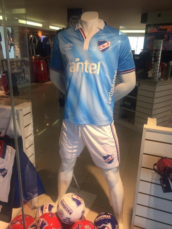 Los tricolores ya tienen la nueva camiseta celeste - Fútbol ... 465318812c935